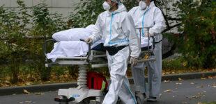 В РФ число умерших от COVID-19 за сутки впервые превысило 500 человек