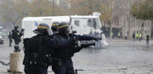 Во Франции в ходе вчерашних протестов пострадали десятки полицейских