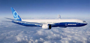 Компания Boeing попросила приостановить полеты лайнеров 777 после происшествия в США