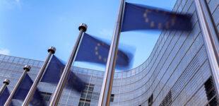 Еврокомиссия представит проект паспортов вакцинации 17 марта