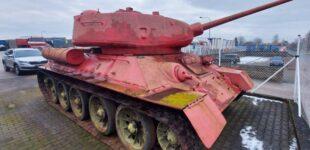 Житель Чехии добровольно сдал властям розовый танк Т-34