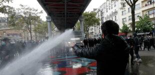 В Париже полиция применила водометы для разгона пропалестинской акции