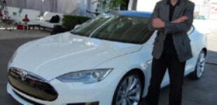 Владельцы Tesla не доверяют своим электрокарам и пытаются защититься от компании Илона Маска