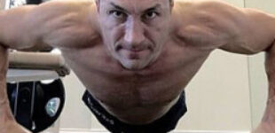 «Не сворачивайте с пути». Владимир Кличко удивил фантастической формой (Фото)