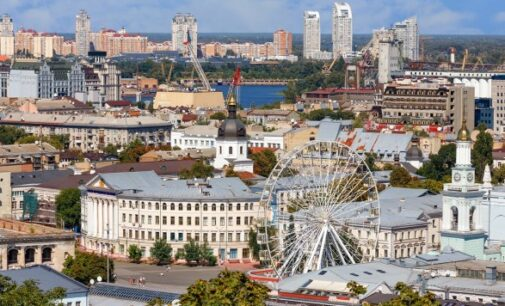 Поток туристов в Киев из-за границы сократился более чем на половину