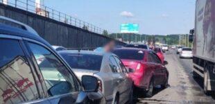Масштабное ДТП на Южном мосту: столкнулись шесть автомобилей, образовалась пробка
