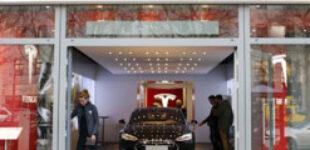 Tesla заменит свои магазины на склады и парковки